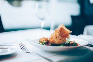 Πέντε ακριβά πιάτα που μπορεί να κάνει ο καθένας οικονομικά στο σπίτι του